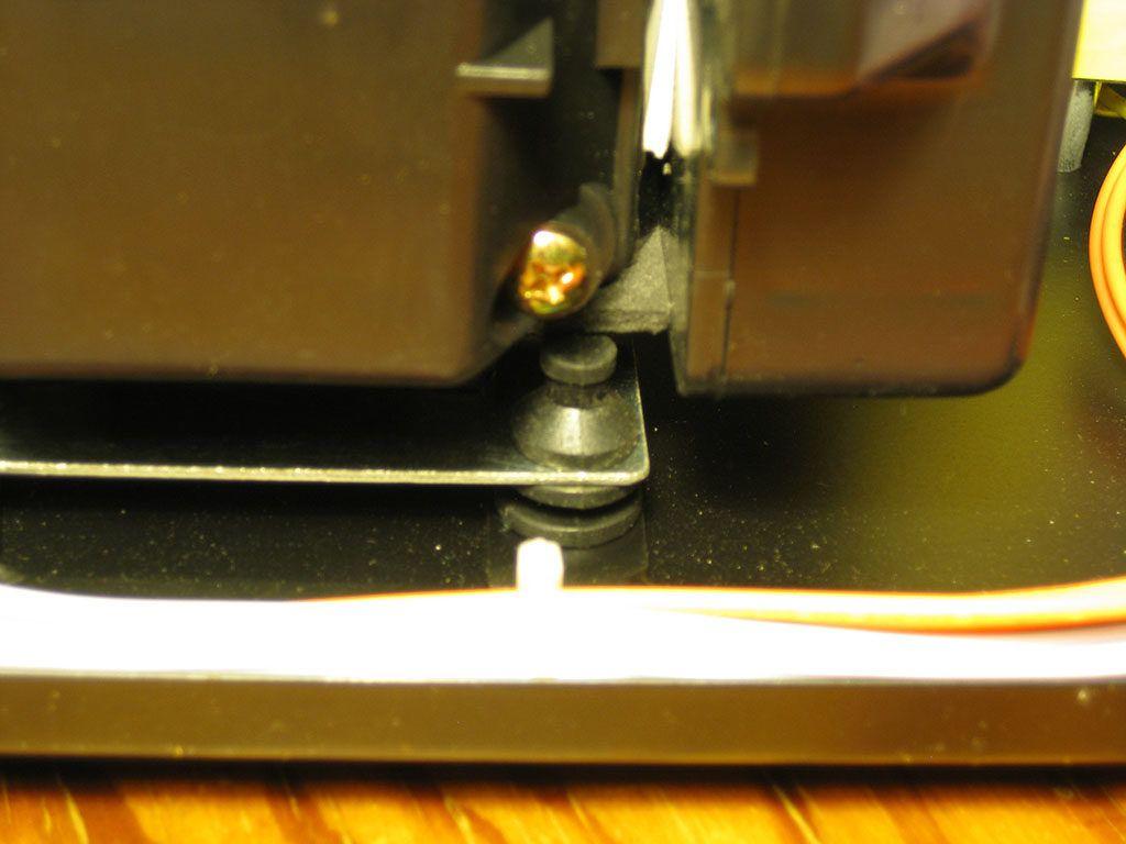 Detalle de los soportes de goma del compresor de la Aoyue 968