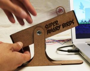 Una forma nueva de jugar al Angry Birds, Control físico realista para el juego.
