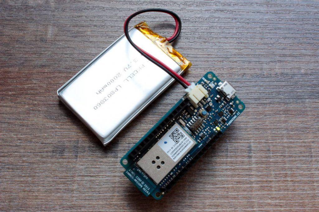 Arduino MKR1000 con batería LiPo